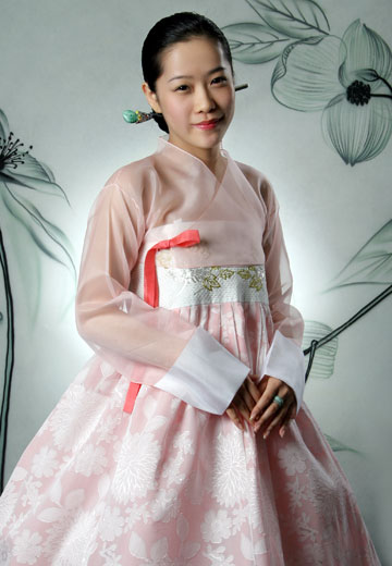 And a few couture shots which show the development of modern hanbok